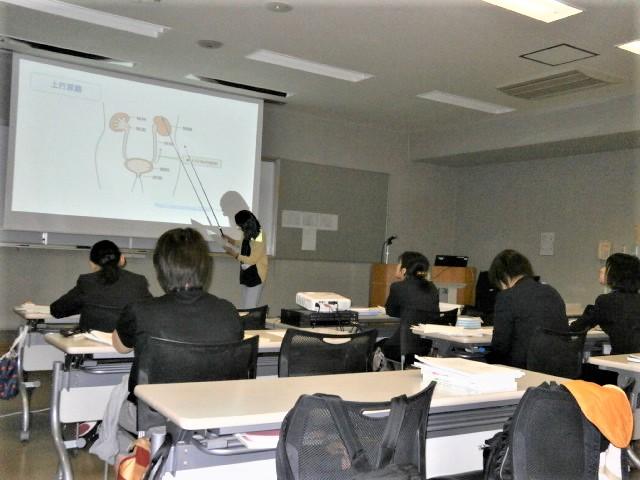 写真:看護学教育方法模擬講義の実施