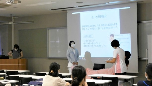 写真:看護論演習の発表